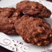 Komm auf die dunkle Seite... ich hab' Schoko-Cookies mit Cashewkernen!