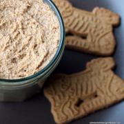 Wenn Blogger wichteln... gibt's Spekulatius-Creme und Nougat-Cookies mit gebrannten Mandeln