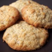 Pimp my Haferflocken-Kekse - mit gesalzenen Macadamias und Kokos