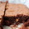 Achtung, mächtig (und natürlich ultralecker): fudgy Mandel-Brownies