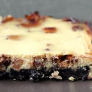 Schnelles Kuchenglück: Snickers-Cheesecake mit Oreo-Boden