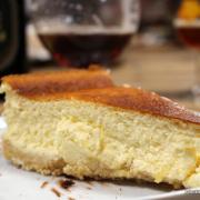 Jede Sünde wert: cremiger Cheesecake mit Löffelbiskuit-Keksboden