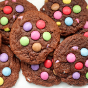 Schokoladige Smarties-Cookies [für große und kleine Kinder]