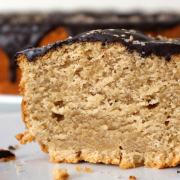 Nussig-süß: saftiger Tahini-Kuchen
