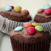 Cremige Nougat-Muffins [und Smarties on top]