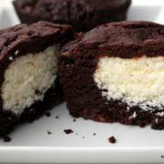 Raffiniert: Schoko-Kokos-Muffins mit cremiger Füllung