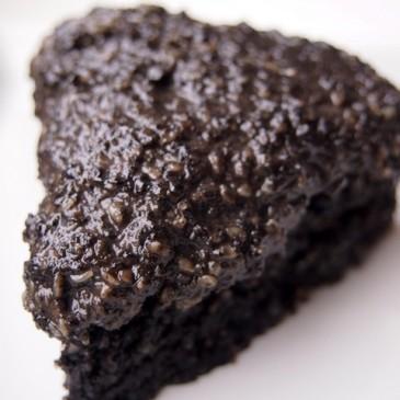 Mal was anderes: schwarzer Sesamkuchen (und vegan ist er auch noch)
