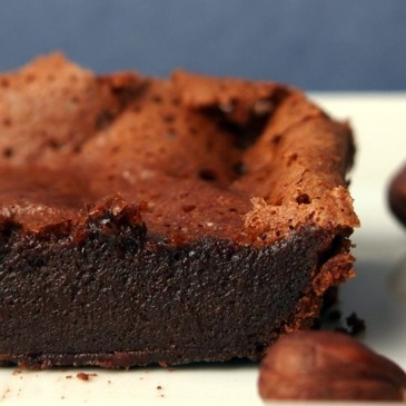 "Gegen den mauen Sommeranfang: fudgy ""zwei Zutaten""-Brownies"